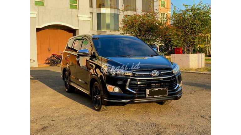 2017 Toyota Kijang Innova Venturer 2.4 - Mobil Pilihan (preview-0)