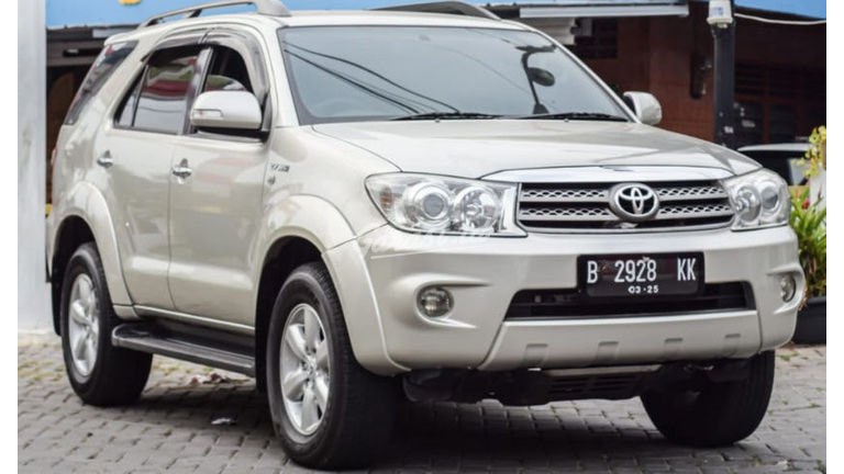 2010 Toyota Fortuner G (preview-0)