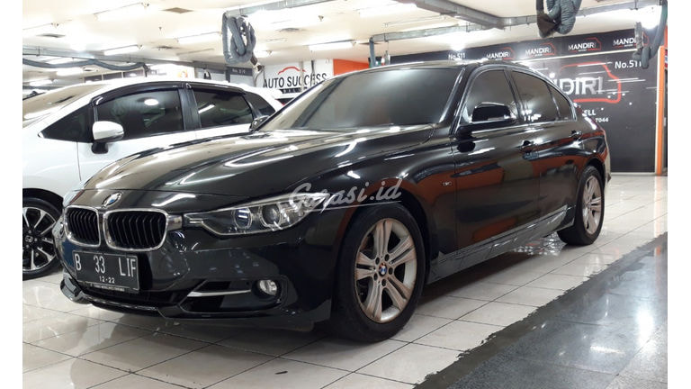 2012 BMW 3 Series 320i (preview-0)