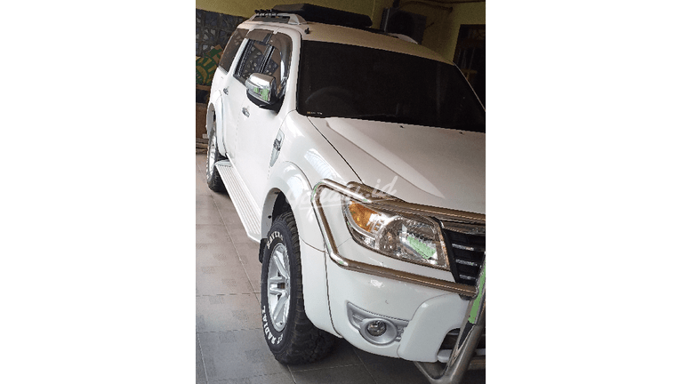 2010 Ford Everest XLT - Barang Istimewa  Low Km (preview-0)