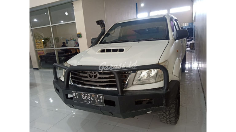 2015 Toyota Hilux E (preview-0)