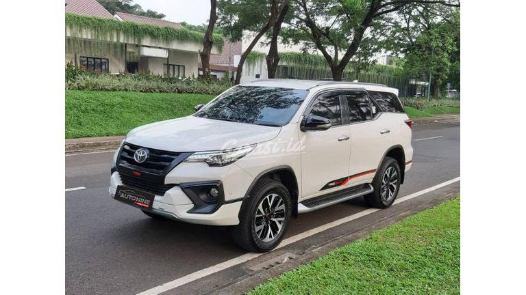 2017 Toyota Fortuner VRZ TRD - kondisi sangat baik (preview-0)