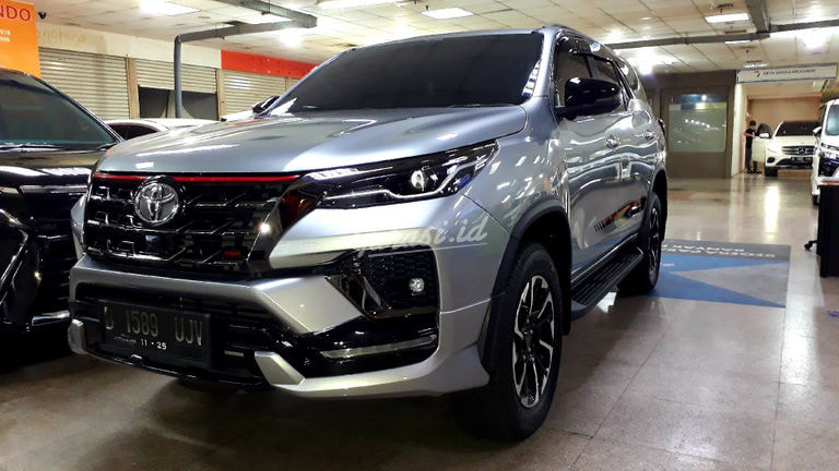 2020 Toyota Fortuner New VRZ Trd - Mobil Pilihan (preview-0)