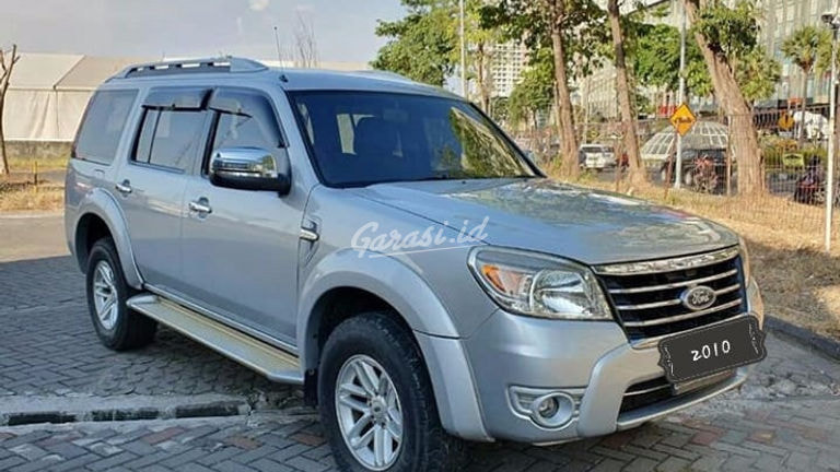 2010 Ford Everest XLT  4x4 Diesel - Family Car Mulus Pemakaian Pribadi (preview-0)