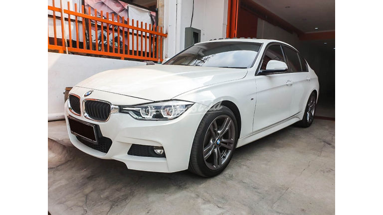2015 BMW 3 Series 330i CKD - Mobil Pilihan (preview-0)