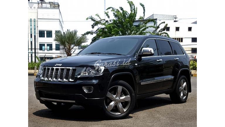 2013 Jeep Grand Cherokee Overland - Mobil Pilihan (preview-0)