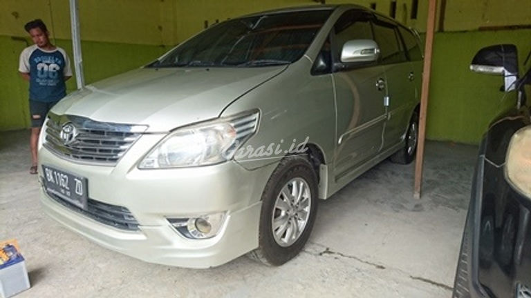 2012 Toyota Kijang Innova 2.0 - Good Condition (preview-0)