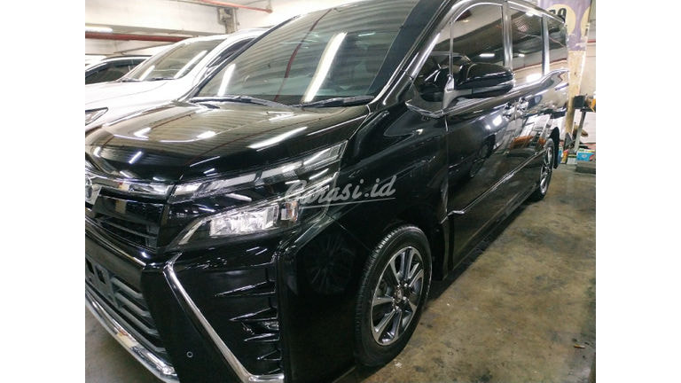 2018 Toyota Voxy At - Mobil Pilihan (preview-0)