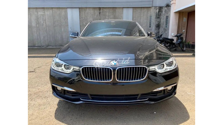 2018 BMW 320i F30 Luxury - Good Condition Like New (preview-0)
