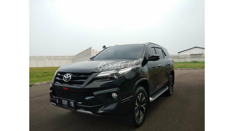 2018 Toyota Fortuner VRZ TRD - Like New (preview-0)