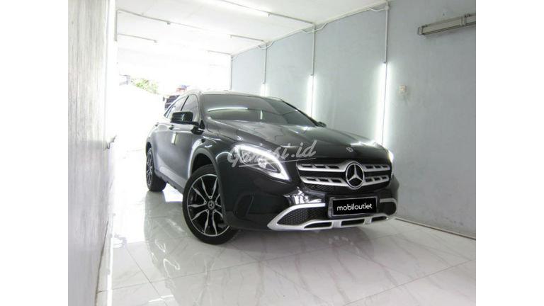 2018 Mercedes Benz GLA 200 - Mobil Pilihan (preview-0)