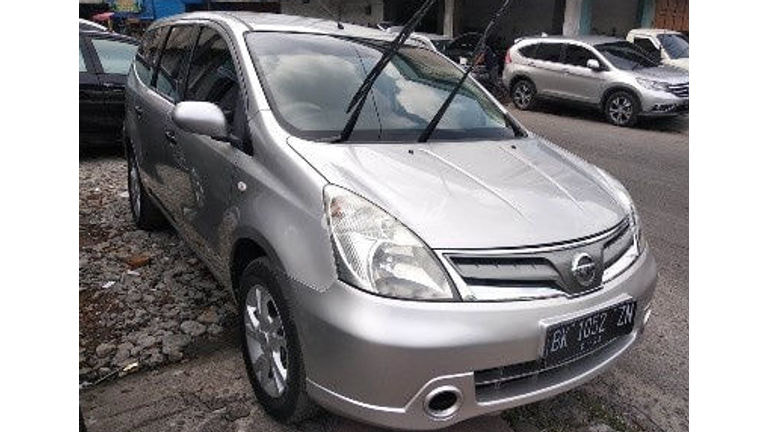 2012 Nissan Grand Livina mt - Good Condition (preview-0)